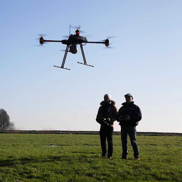 avis drone parrot